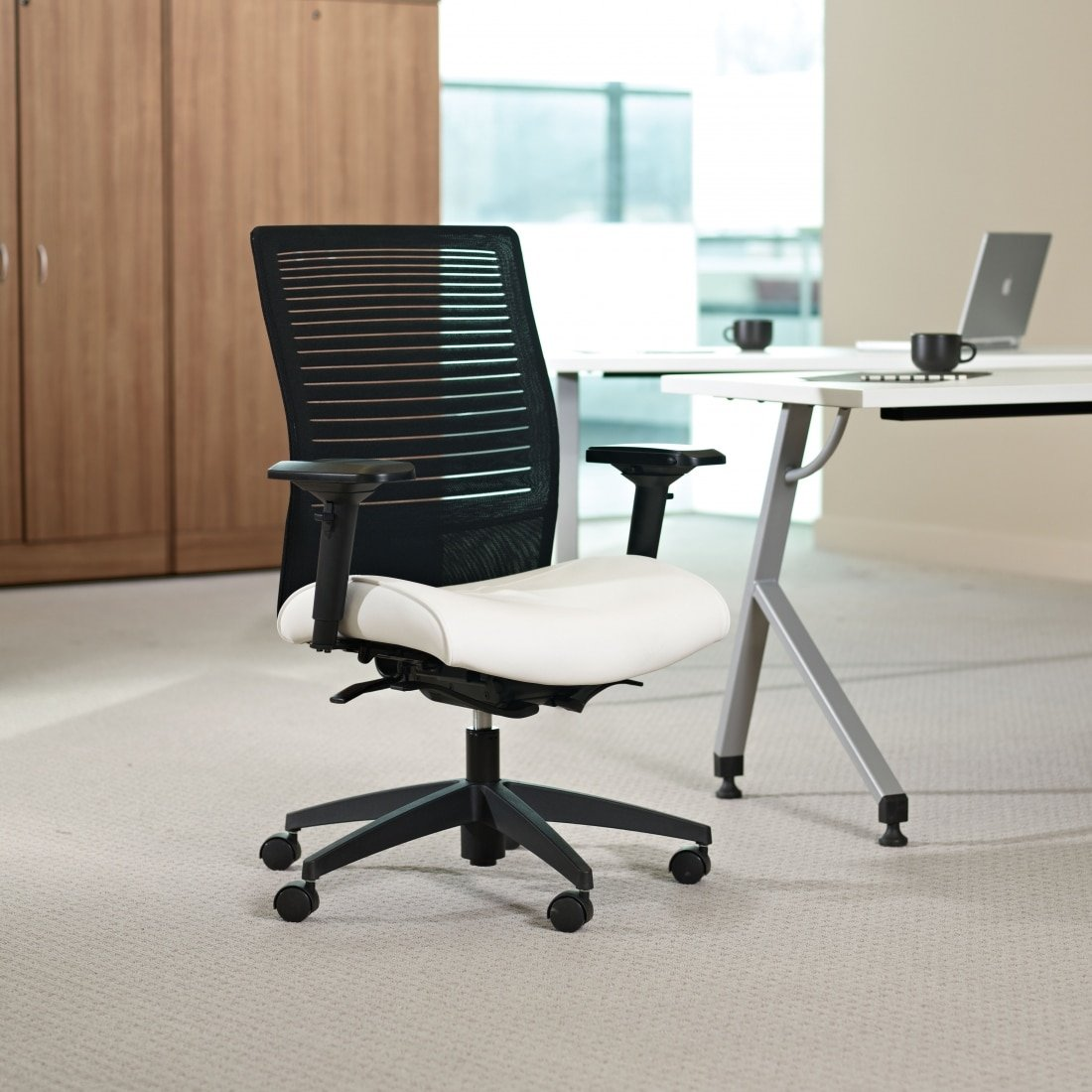Black and White Mesh Loover Ergonomic mesh conference chair