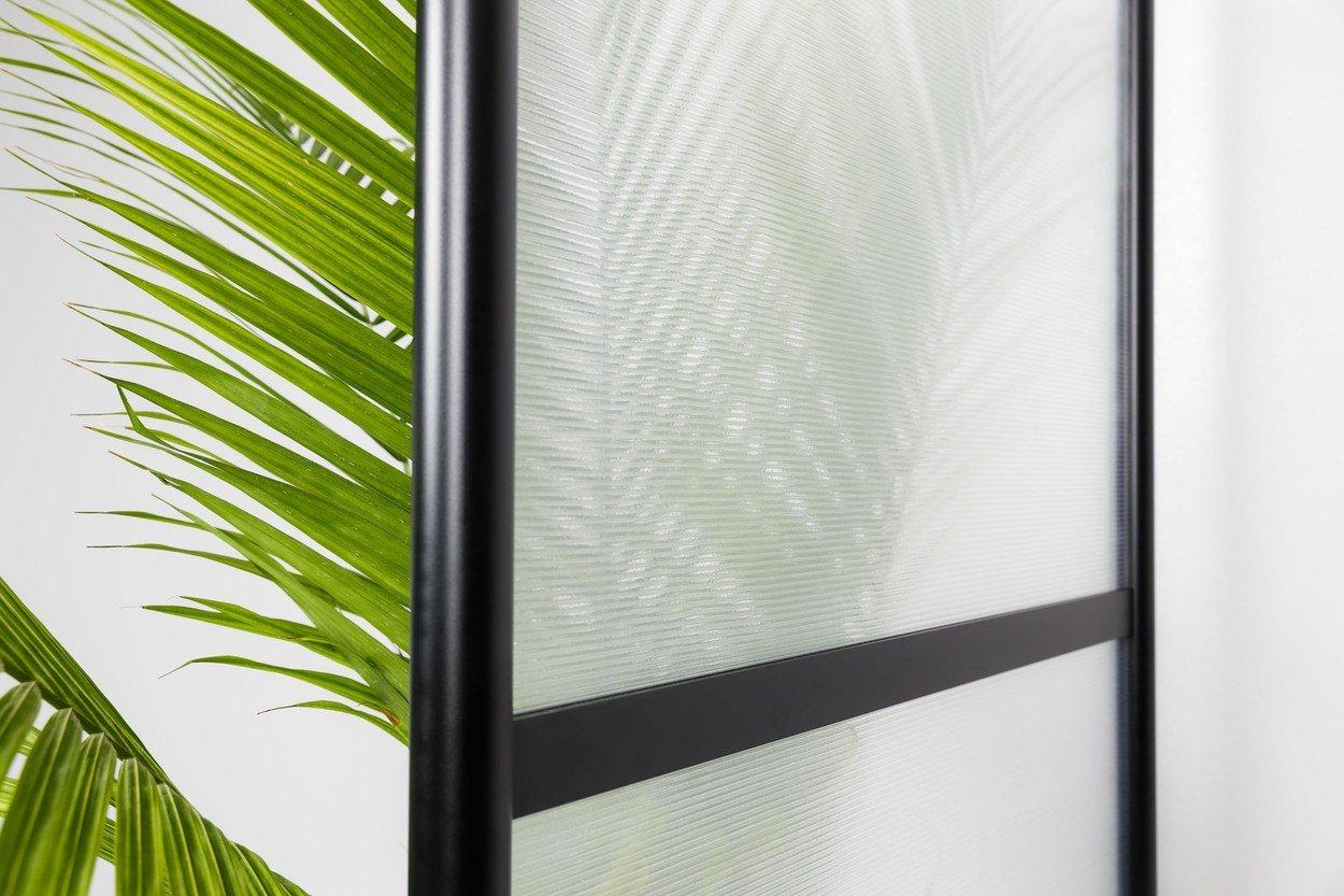 Closeup of twinwall panels inside a black-framed Split model screen.